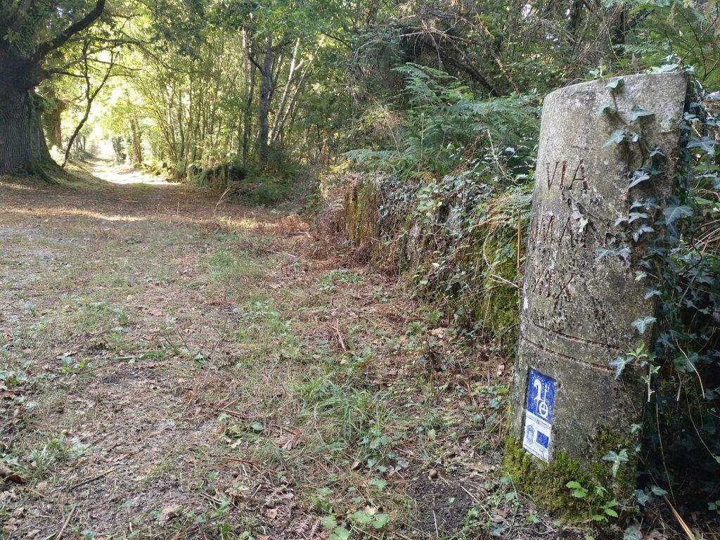 El camino a la entrada del lugar de Arxemil