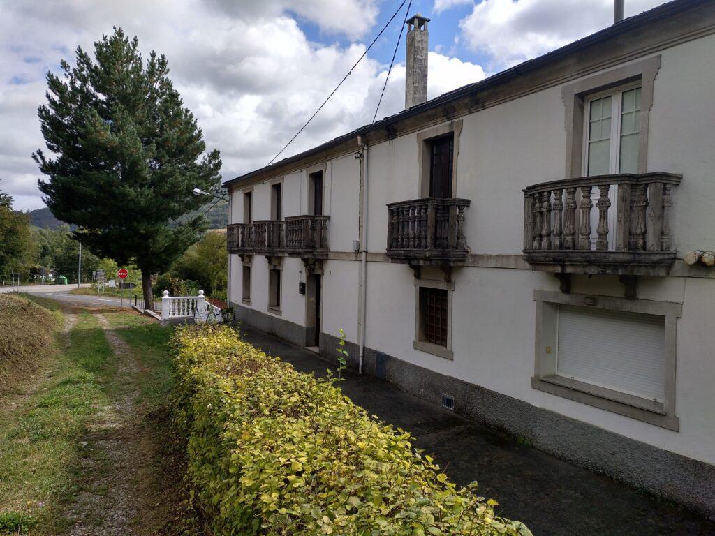 Casa da Ponte de Senra construida en 1893, a la salida de la villa de Baralla